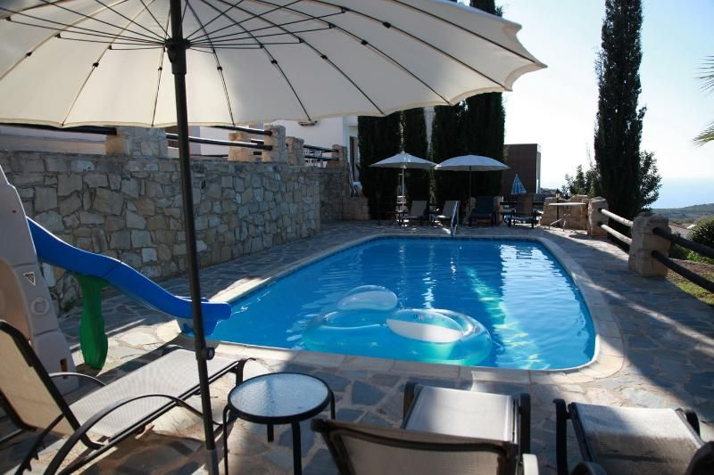 Relax in quiet, enjoy our private pool and seaview