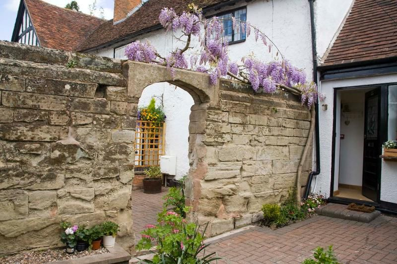 15th Century newly refurbished one-bed cottage