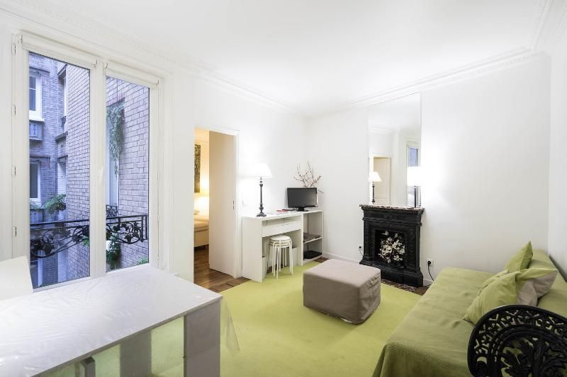 Chic 1 Bedroom Apartment on the 2nd Floor in Paris