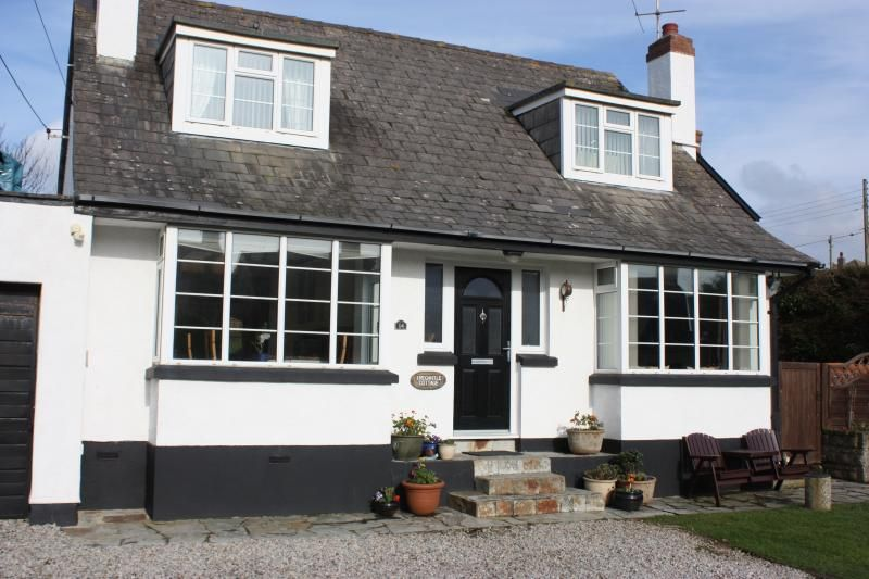 Tregantle Cottage, Bude - Finnish Cabin & Hot Tub