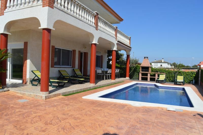 Great house with pool, barbecue, garden and wifi