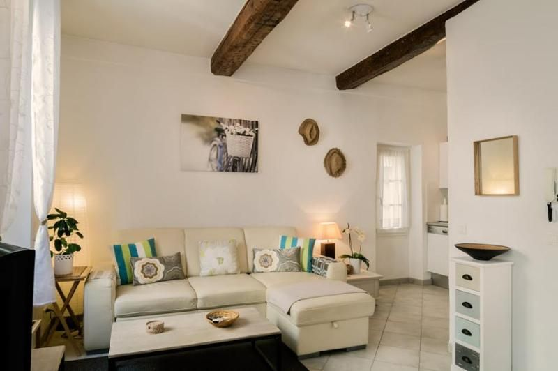 Beautiful apartment, Old Town. balcony great views