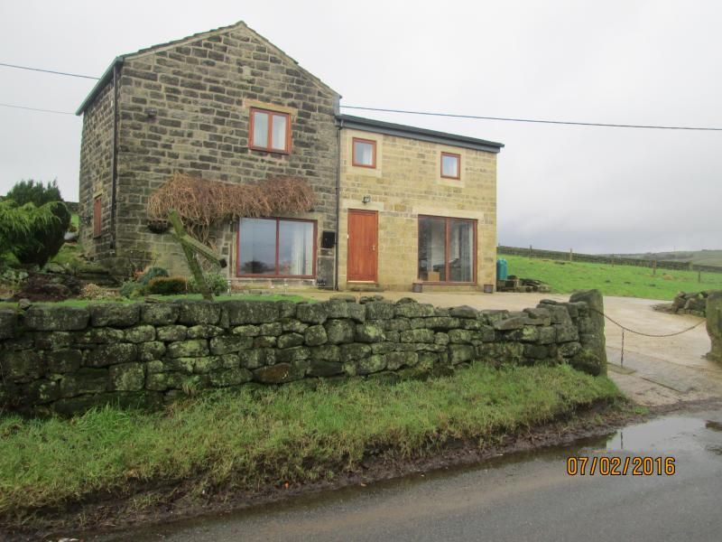 Staups Barn Holiday Cottage, Todmorden