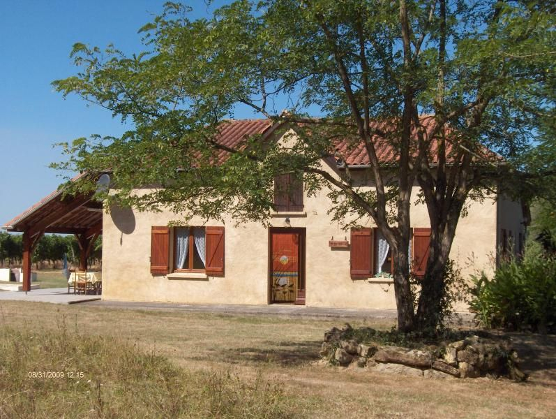 Gite with private pool surrounded by vinyards