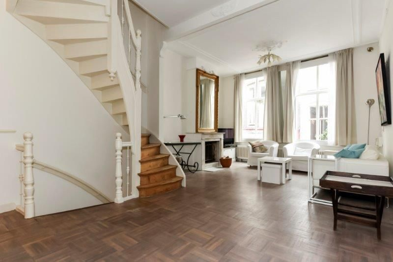 Historic Spacious 4 room townhouse in centre