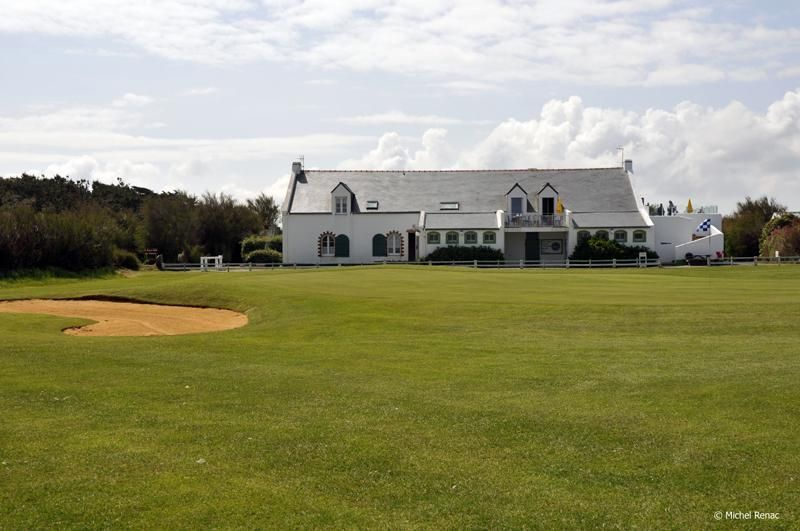 GOLF COTTAGES