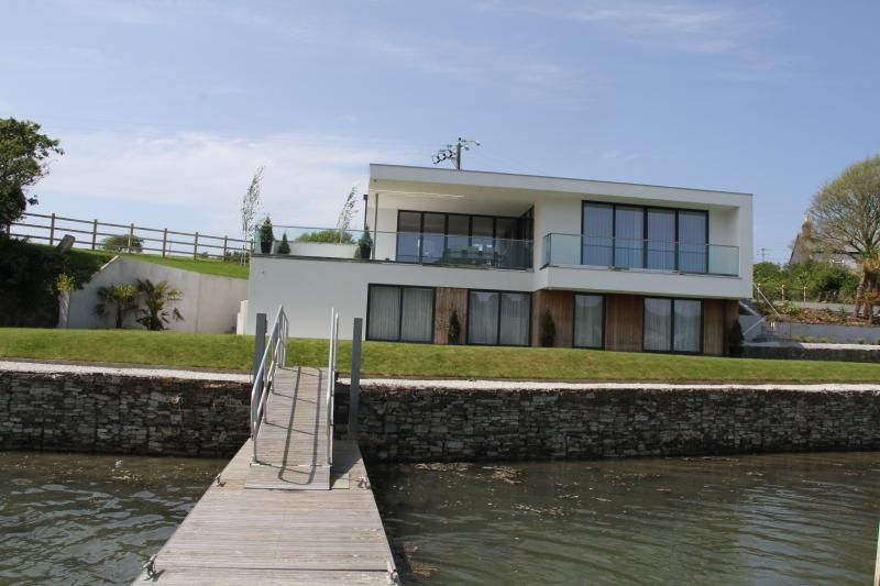 Ancarva - contemporary waterside holiday home