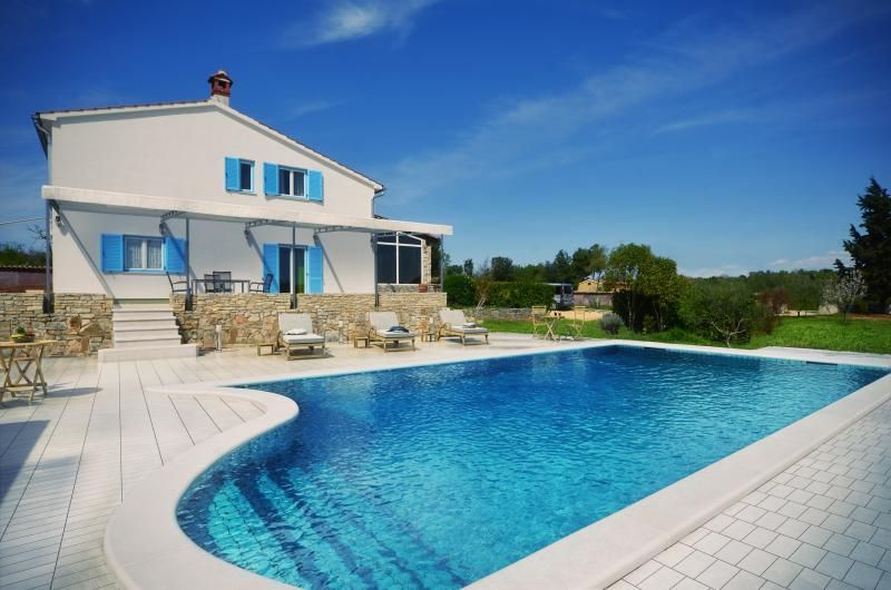 NEW! Villa with pool in the vicinity of Rovinj!