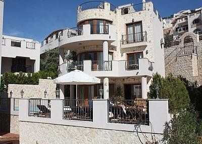 Villa - 4 Bedrooms, 3 Bathrooms, Sleeps 8