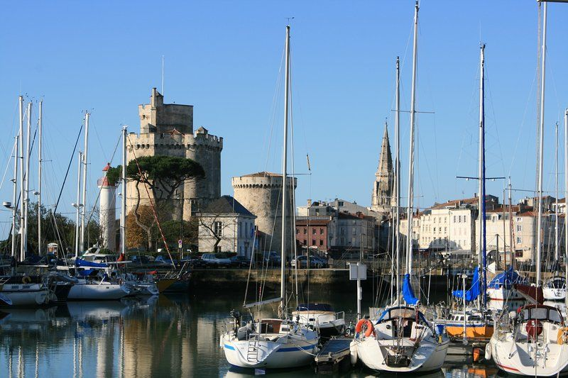Apartment with Pool at heart of La Rochelle (Apt2)