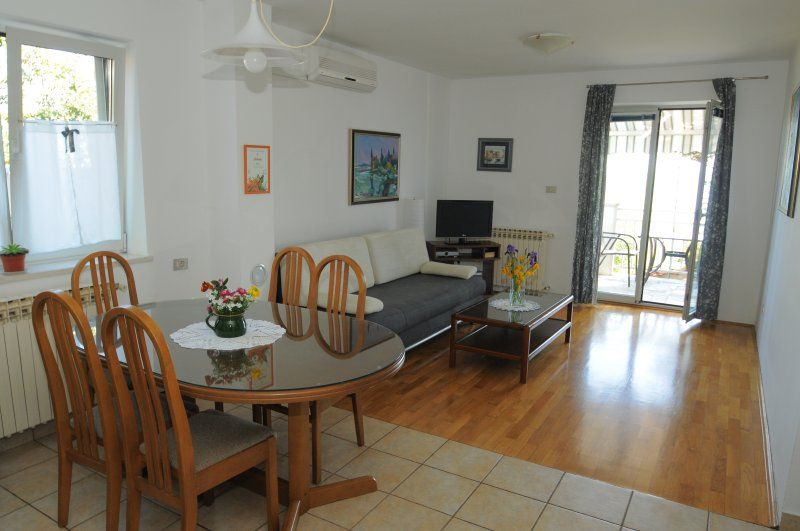Apartment with seaview for 2+2 in Icici
