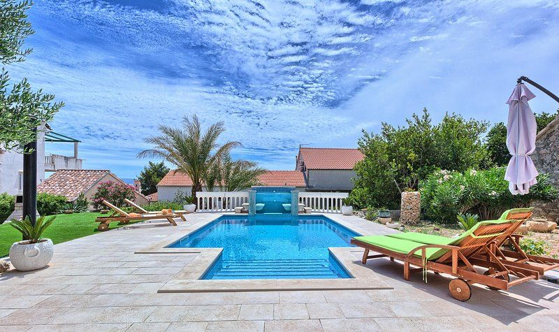 POOL HOUSE IN BOL, ISLAND BRAC