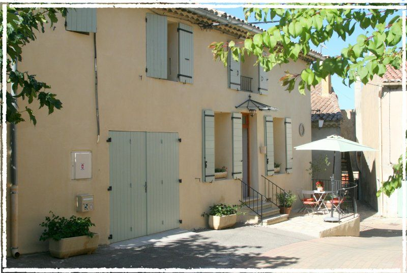 Les Maisons en Provence in village of Sablet, 4 Bedroom Vacation House