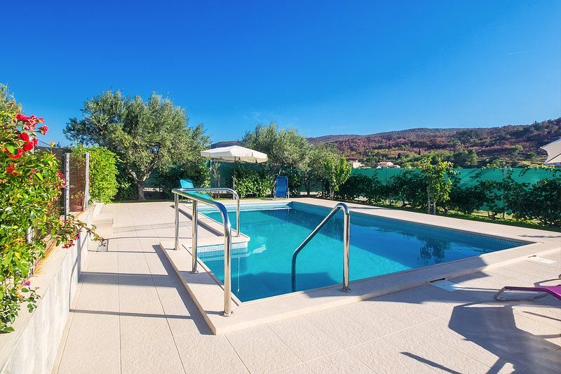 Accommodation in Tugare with a private pool
