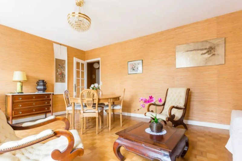 Spacious 1 bedroom apartment in Versailles center