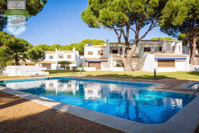 Vilamoura Beach House with Private Pool- up to 19