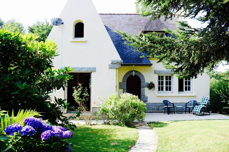 Large House & Garden in Carhaix - 20% off ferries