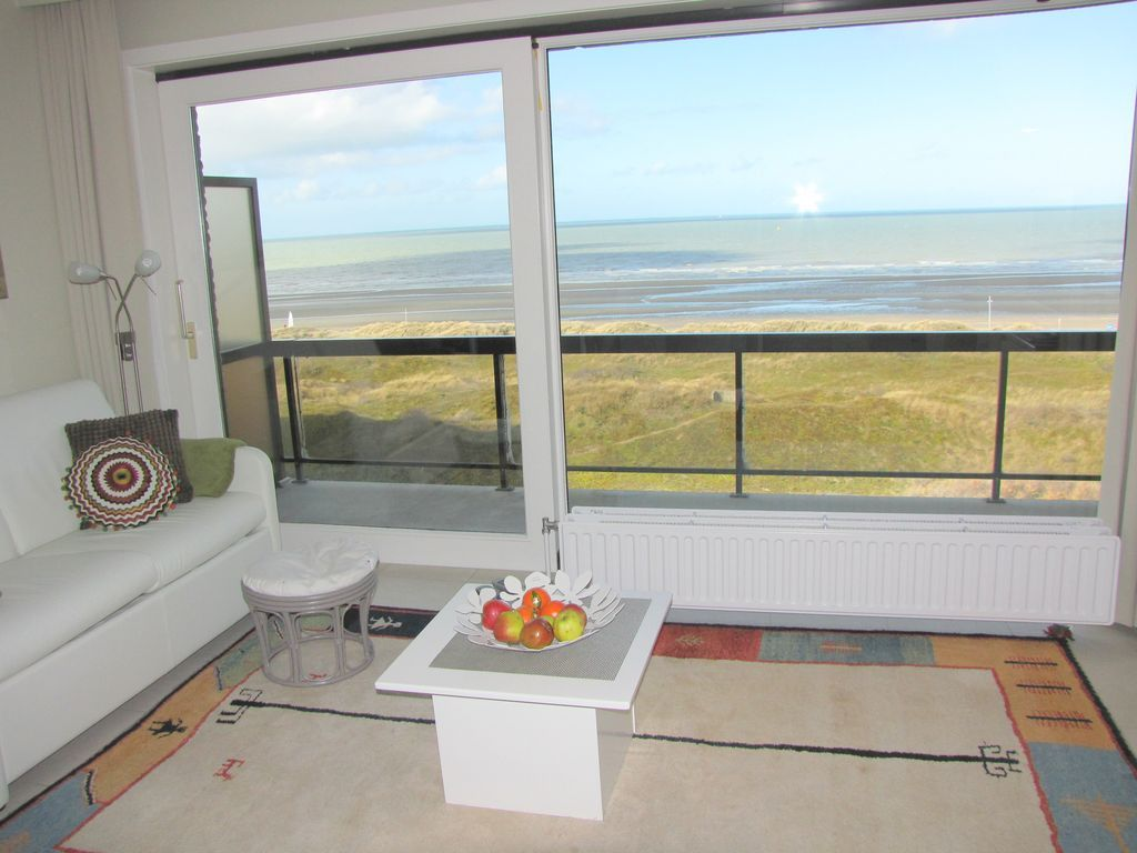 Studio with wonderful sea- and dune sight, right along the beach
