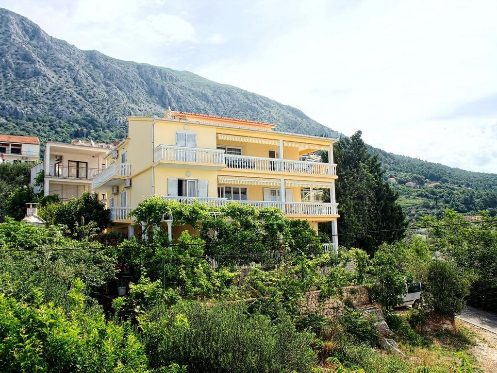 One bedroom apartment with terrace and sea view Živogošće - Porat, Makarska (A-2733-d)