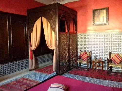 Large Central Apartment in Medina.